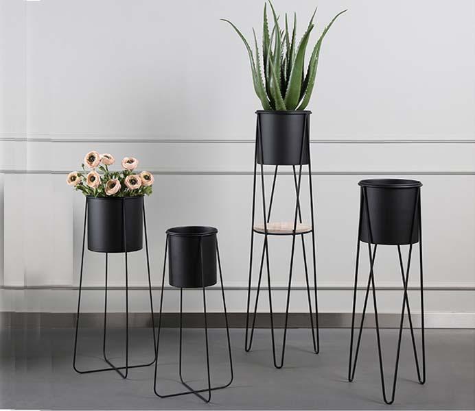 Black Metal Floor Flowerpot