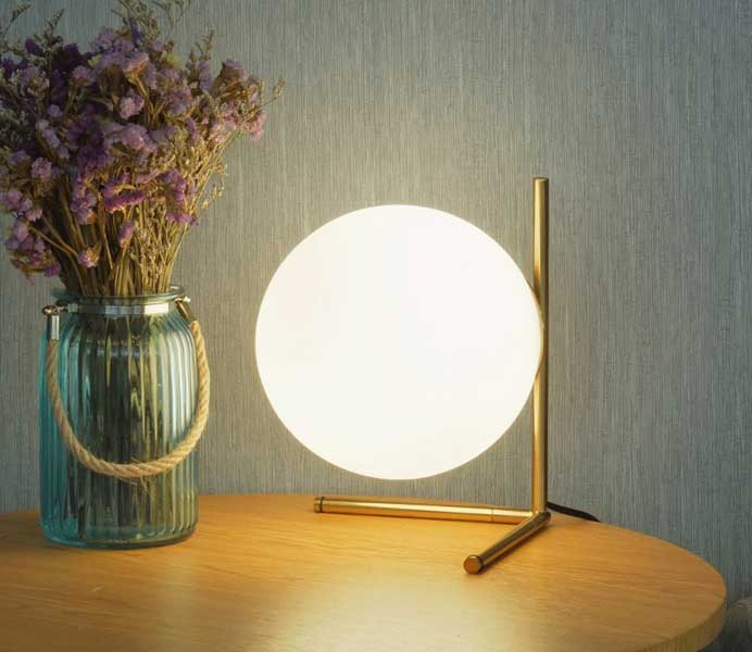 Modern Minimalist Gold Color Iron Table Lamp with Glass Shade